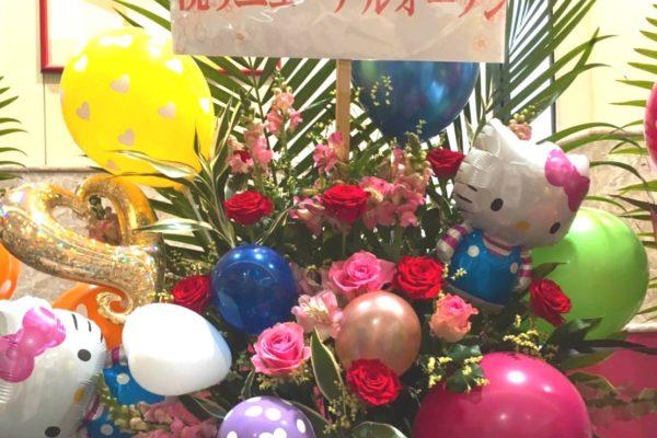 キティのバルーン入りスタンド花【熊本の花屋・バルーン専門店KIKI】
