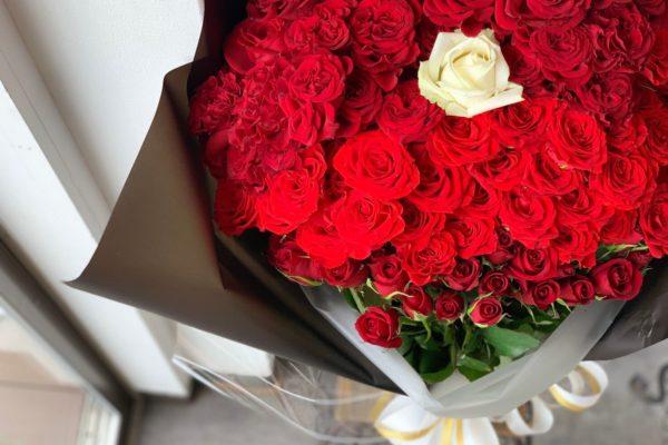 大切な記念日やプロポーズ等に、大きな100本バラの花束を【熊本の花屋・バルーンショップKIKI】